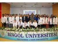Bingöl Üniversitesi Diş Hekimliği Fakültesi'nin ilk öğrencileri önlük giydi