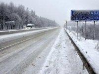 Bolu'da kar bastırdı…