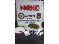 Alanya'da uyuşturucu taciri okul hademesi yakalandı