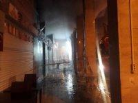 Kemer'de çıkan yangında üç iş yeri zarar gördü