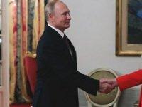Merkel'den Putin'e: Ukraynalı askerleri serbest bırakın