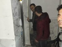 İki kişi asansörde mahsur kaldı