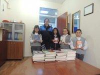 Kars polisi bin kitap dağıttı