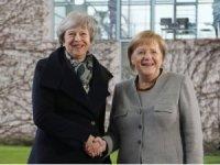 Theresa May, Almanya Başbakanı Merkel'le görüştü