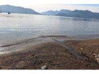 Marmaris'te denizin çekilmesi deprem endişesine neden oldu
