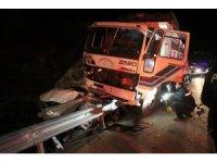 Vatandaşa yardım için duran polis aracına kamyon çarptı: 6 yaralı