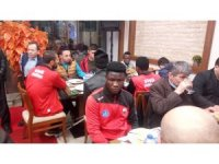 Gazi, şehit ve engelli aileleri akşam yemeğinde bir araya geldi