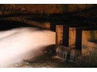 Kırılan baraj kapağı, suyun tahliyesinden sonra onarılacak