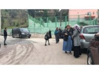 Okula giderken minibüsün altında kalana öğrenci yaralandı