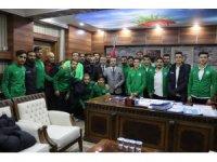Futbolculardan Kaymakam Kendüzler'e ziyaret