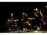 Antalya'da Grinko konserinde izleyiciye plastik sandalye şoku