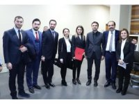 Ak Parti Mudanya'ya kadın eli