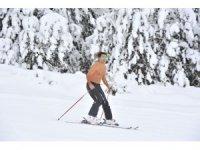 Çılgın Alman, Sarıkamış Kayak Merkezinde yarı çıplak kayak yaptı