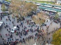 Eminönü'nde yüzlerce metrelik ''umut kuyruğu''
