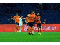 Spor Toto Süper Lig: Medipol Başakşehir: 1 - Galatasaray: 1 (İlk yarı)