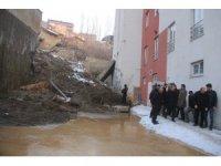 Başkan Vekili Epcim, istinat duvarı devrilen okulun çevresinde incelemelerde bulundu