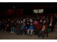 Engelli gençler aileleriyle ilk defa sinema izledi