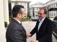 Başkan Şahin deplasmana giderken Vali Aksoy'u pas geçmedi