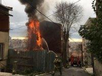 Beyoğlu'nda çıkan yangın korkuttu