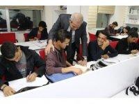 Demirkol'dan ders çalışan gençlere gece ziyareti