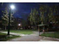 Niğde Belediyesi'yle Parklar Aydınlanıyor