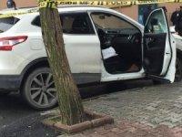 Gaziosmanpaşa'da lüks araca silahlı saldırı: 1 yaralı