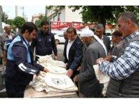 Bismil'de vatandaşlara bez çanta dağıtıldı