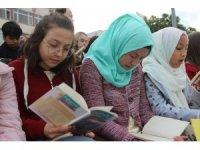 Türk ve mülteci öğrenciler 'Okuma Kardeşliği' projesiyle bir araya geldi