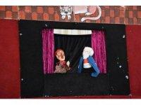 Dursunbey'de çocuklara kukla gösterisi