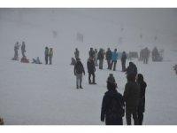 Uludağ'da kayak pistleri sis sebebiyle boş kaldı