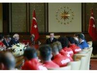 Cumhurbaşkanı Erdoğan, milli sporcuları kabul etti