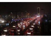 İstanbul E-5'te trafik yoğunluğu yüzde 80'lere ulaştı