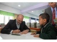 Yazar Sadettin Turhan, Ahlatlı öğrencilerle bir araya geldi