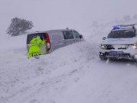 Erzincan'da kar ulaşımda aksamalara neden oldu
