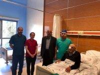 83 yaşındaki vatandaş vali eşinin girişimiyle sağlığına kavuştu