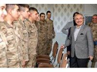 Vali Yaman, güvenlik güçleri, sağlık çalışanları ve taksicileri ziyaret etti