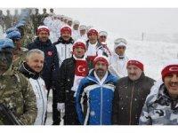 Türkiye'nin dört bir yanından binlerce kişi Sarıkamış'ta şehitler için buluştu