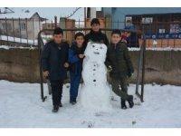 Tercan'da çocukların kardan adam keyfi