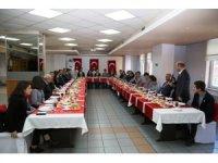 Artvin Valisi Doruk, gazeteci adayı öğrencilerle kahvaltıda buluştu