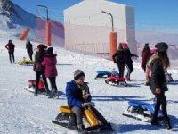 Öğrenciler Erciyes'te karın keyfini çıkardılar
