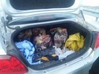 Otomobilde yapılan aramada kaçak içki ele geçirildi