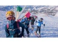 EDKİK sporcularının dağ kayağı başarısı