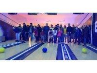 Görmeseler de bowlingin heyecan ve mutluluğunu yaşadılar