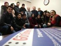 Görme engelli rolündeki öğrenciler, sosyal deney hazırladı