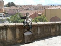 İspanya'da selfie çeken şeytan heykeline tepki