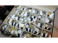 150 yıllık saatlerden koleksiyon yaptı