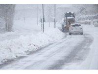 Yahyalı'da karla mücadele çalışmaları devam ediyor