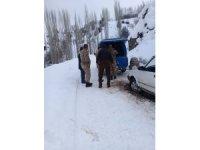 Yolda kalan sürücünün yardımına Jandarma ekipleri yetişti