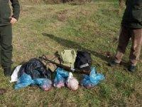 Vurdukları Karacayı parçalayan avcılar suçüstü yakalandı