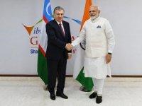 Özbekistan Cumhurbaşkanı Mirziyoyev küresel zirve için Hindistan'da